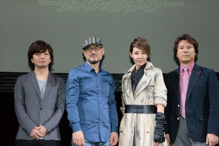 「ミュージカル 『バイオハザード ~ヴォイス・オブ・ガイア~』」フォトセッションの様子。左から、和田俊輔、G2、柚希礼音、小林裕幸。