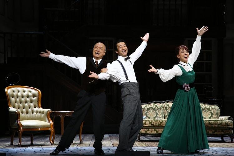 ミュージカル「マイ・フェア・レディ」ゲネプロの様子。左から、田山涼成演じるピッカリング大佐、寺脇康文演じるヒギンズ、霧矢大夢演じるイライザ。