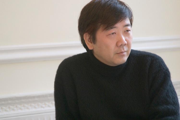 蜷川幸雄を偲び、鴻上尚史が当代...