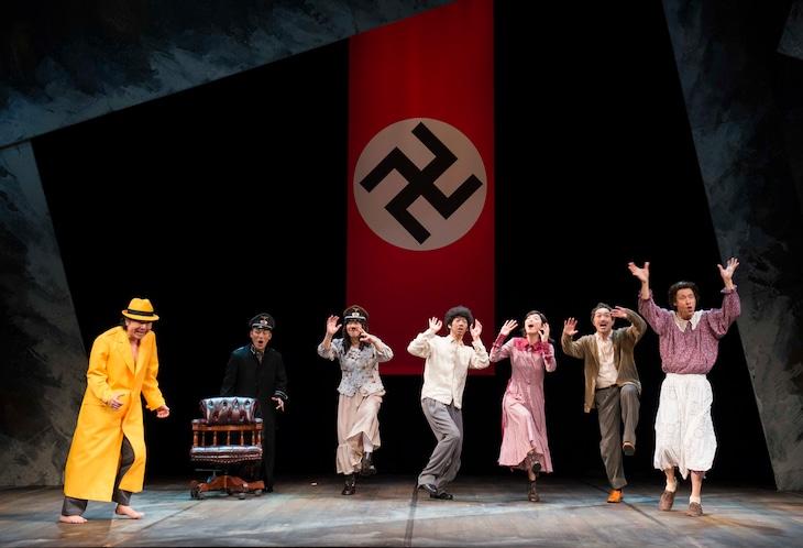 cube presents「ヒトラー、最後の20000年~ほとんど、何もない~」より。(撮影:引地信彦)
