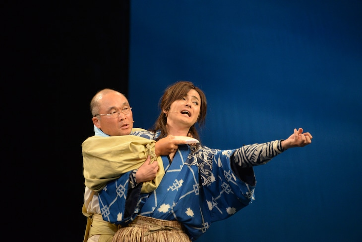 左から、斉藤暁演じるカメ、木村了演じる浦島太郎。