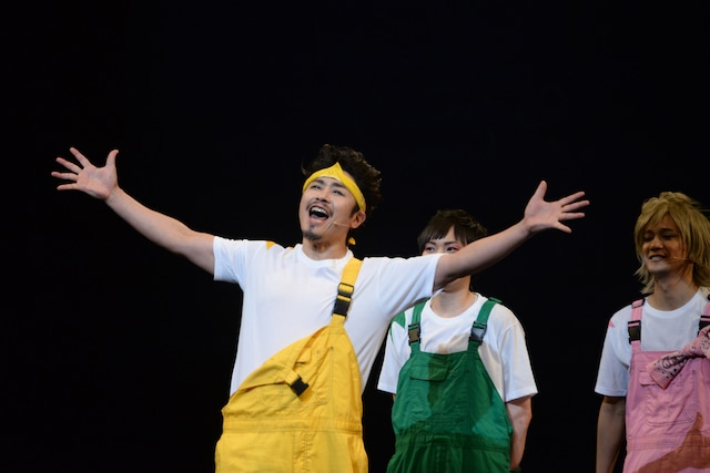「浦島太郎トリビュート・コンサート 鯛やヒラメの舞い踊りSHOW」の様子。