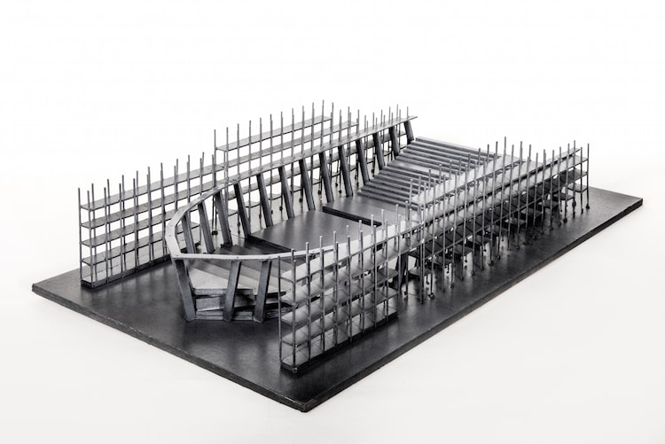 「アマハラ」の舞台美術模型。