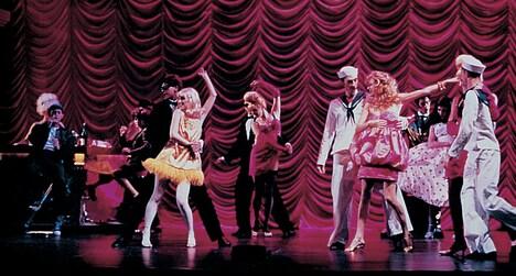 1996年に上演された、マシュー・ボーン演出・振付の「白鳥の湖」より。(photo:DEE CONWAY)