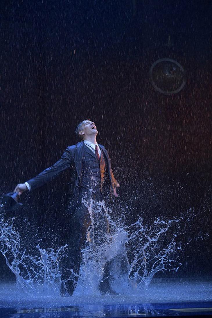2014年に上演された「SINGIN' IN THE RAIN 雨に唄えば」より。(写真提供:株式会社パルコ、撮影:阿部章仁)