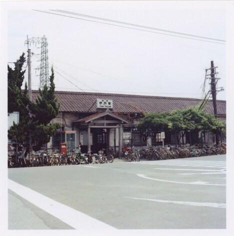 国鉄伊丹駅の様子。