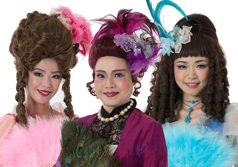 ミュージカル「シンデレラ」より、左から浅見かがり演じる小さい姉、神野美奈実演じる継母、西川可奈子演じる大きい姉。