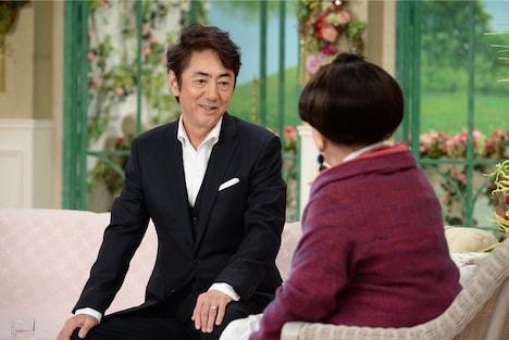 テレビ朝日系「徹子の部屋」より、左から市村正親、黒柳徹子。(c)テレビ朝日