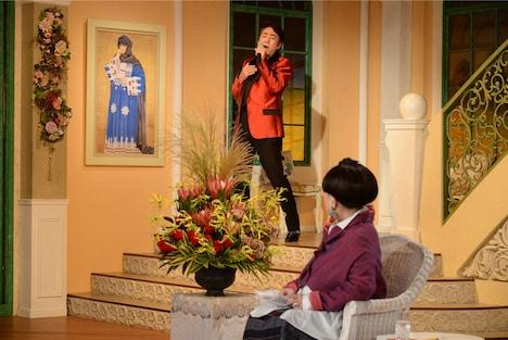 テレビ朝日系「徹子の部屋」より、上から市村正親、黒柳徹子。(c)テレビ朝日