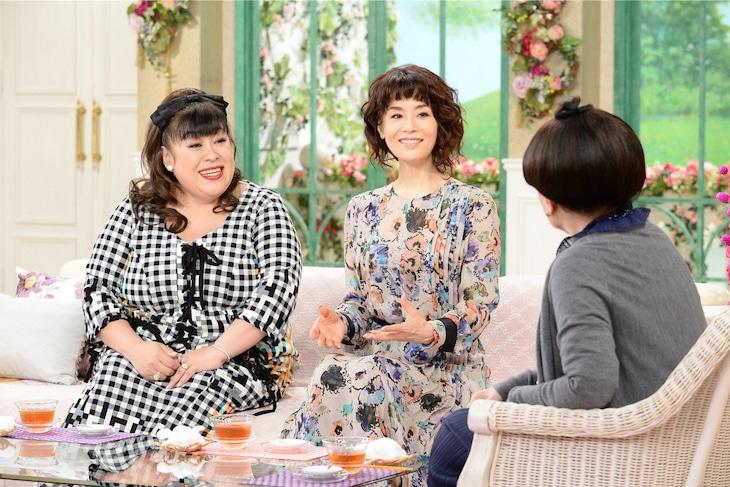 テレビ朝日系「徹子の部屋」より、左から森公美子、大地真央、黒柳徹子。(c)テレビ朝日