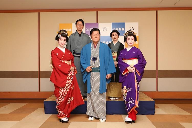 明治座十一月公演「祇園の姉妹」囲み取材の様子。左から剛力彩芽、葛山信吾、松平健、山本陽子、檀れい。