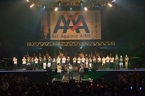 「Act Against AIDS 2016『THE VARIETY 24』~魂の俳優大熱唱!助けてミュージシャン!~」の様子。