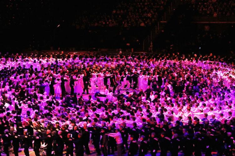 「1万人のゴールド・シアター2016『金色交響曲~わたしのゆめ・きみのゆめ~』」より。(c)田中亜紀