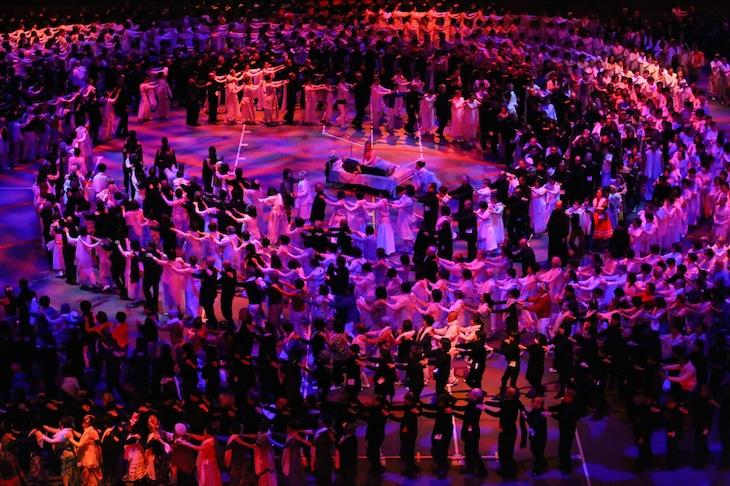 「1万人のゴールド・シアター2016『金色交響曲~わたしのゆめ・きみのゆめ~』」より。(c)宮川舞子