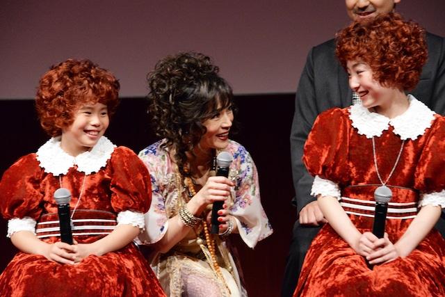 丸美屋食品ミュージカル「アニー」制作発表会見の様子。左から野村里桜、マルシア、会百花。