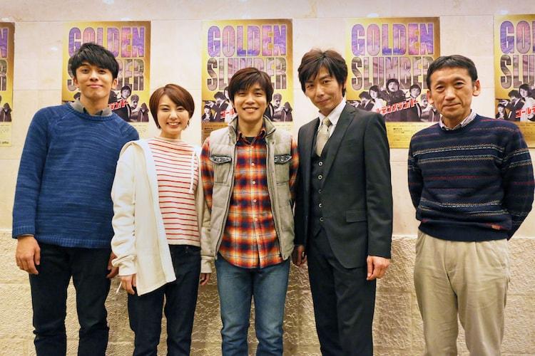 演劇集団キャラメルボックス「ゴールデンスランバー」フォトセッションの様子。左から山崎彬、渡邊安理、畑中智行、岡田達也、成井豊。