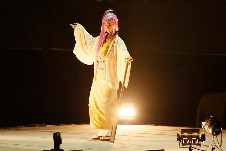 高橋健介演じる蜂須賀虎徹。 撮影:岸隆子(Studio Elenish)、安田新之助