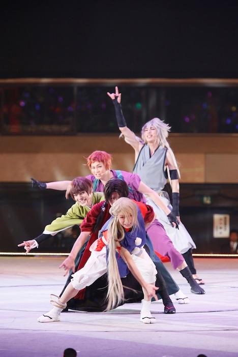 「ミュージカル『刀剣乱舞』~真剣乱舞祭 2016~」より。 撮影:岸隆子(Studio Elenish)、安田新之助