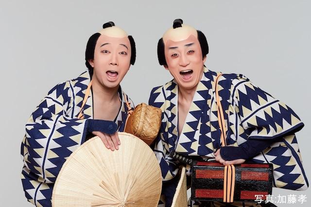 「東海道中膝栗毛『やじきた』」より。左から市川猿之助演じる喜多八、市川染五郎演じる弥次郎兵衛。