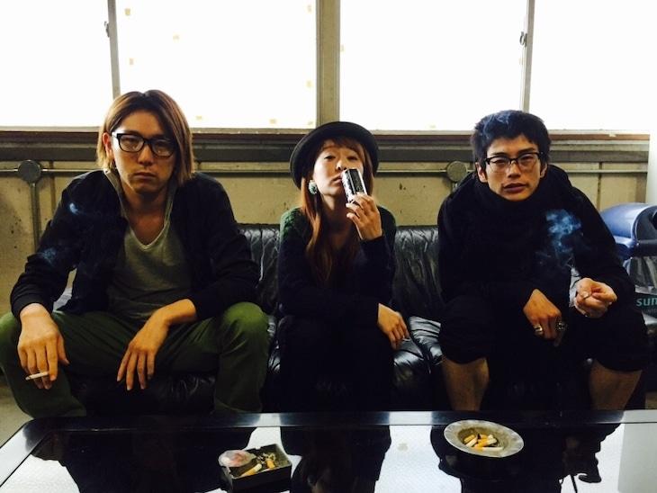 モノモースの3人。左から大塚宣幸、藤本陽子、玉置玲央。