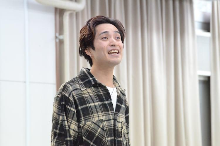 ミュージカル「アルジャーノンに花束を」稽古より、矢田悠祐演じるチャーリィ・ゴードン。