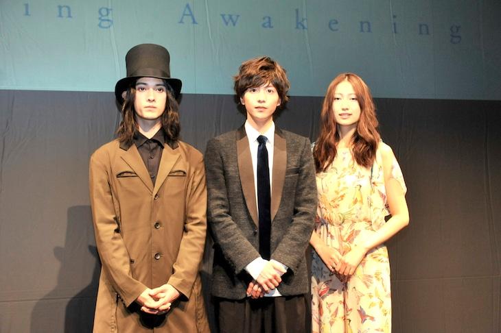 KAAT神奈川芸術劇場プロデュース「春のめざめ」会見より。左から栗原類、志尊淳、大野いと。