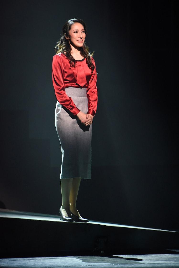 ミュージカル「アルジャーノンに花束を」ゲネプロより、水夏希演じるアリス・キニアン。