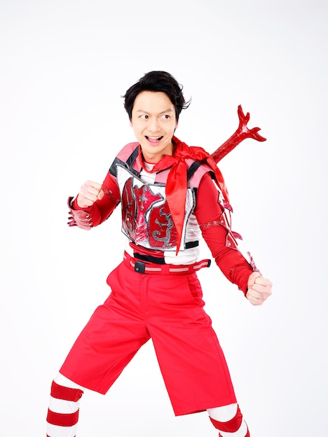 海老澤健次演じる万里チョウジ。