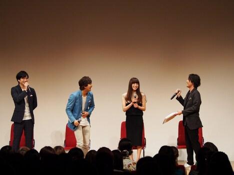 ミュージカル「TARO URASHIMA」出演者トークショー付き上映会の様子。左から滝口幸広、辻本祐樹、上原多香子、木村了。