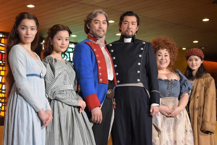 ミュージカル「レ・ミゼラブル」出演者。左から知念里奈、生田絵梨花、福井晶一、吉原光夫、森公美子、昆夏美。