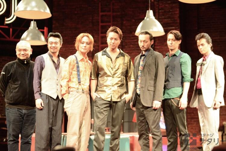 「MOJO」囲み取材より。左から青木豪、尾上寛之、木村了、TAKAHIRO(EXILE)、波岡一喜、味方良介、横田龍儀。