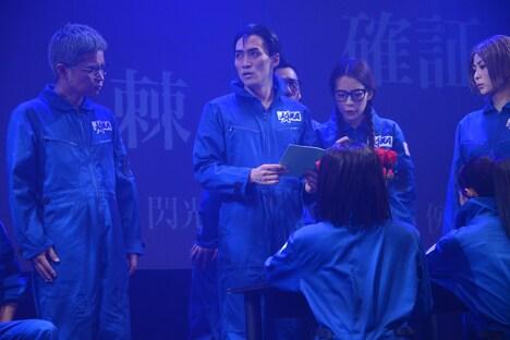舞台「人狼TLPT × 宇宙兄弟 Rebellion of the Fullmoon」ゲネプロの様子。