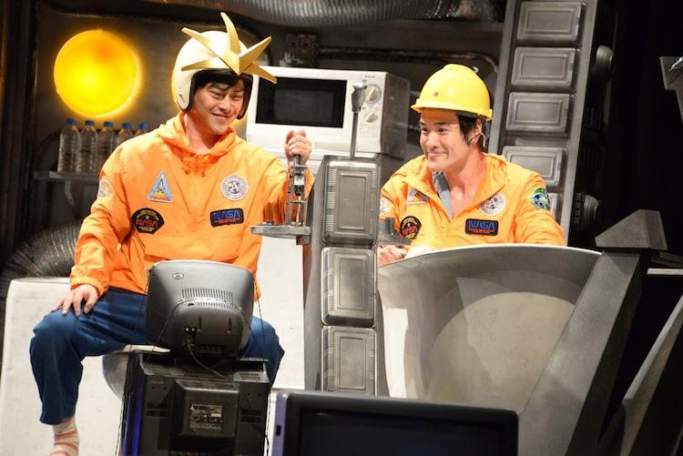 ともだちのおとうと「宇宙船ドリーム号」より。左から勝地涼演じるロドリゴ、笠原秀幸演じるクルピロ。