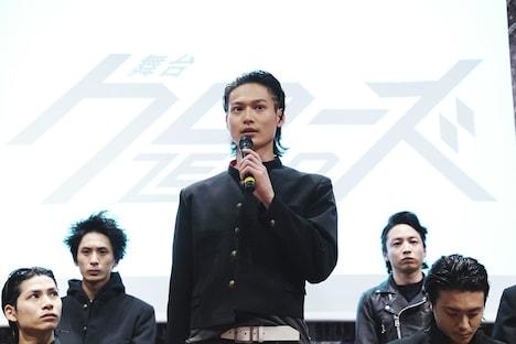 劇団番町ボーイズ☆第10回本公演「舞台『クローズZERO』」公開記者発表会より、滝谷源治役の松本大志(中央)。