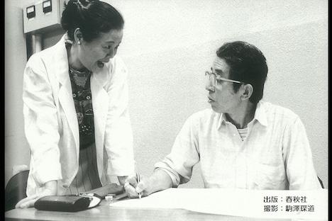 10月31日放送の「ビビット」より、市原悦子(左)と塩見哲(右)。(c)TBS