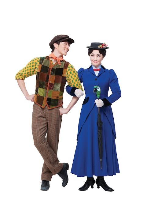 左から大貫勇輔演じるバート、濱田めぐみ演じるメリー・ポピンズ。