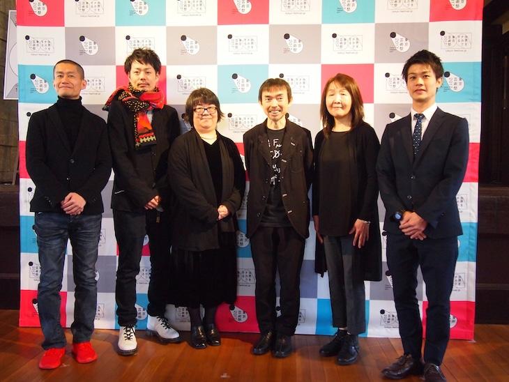 東京芸術祭2018のプランニングチームメンバー。左から横山義志、多田淳之介、内藤美奈子、総合ディレクターの宮城聰、根本晴美、杉田隼人。