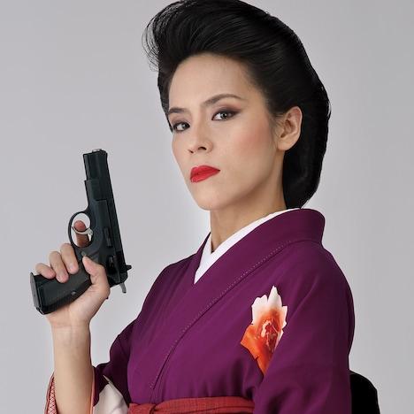 小玉久仁子演じる権藤良子。