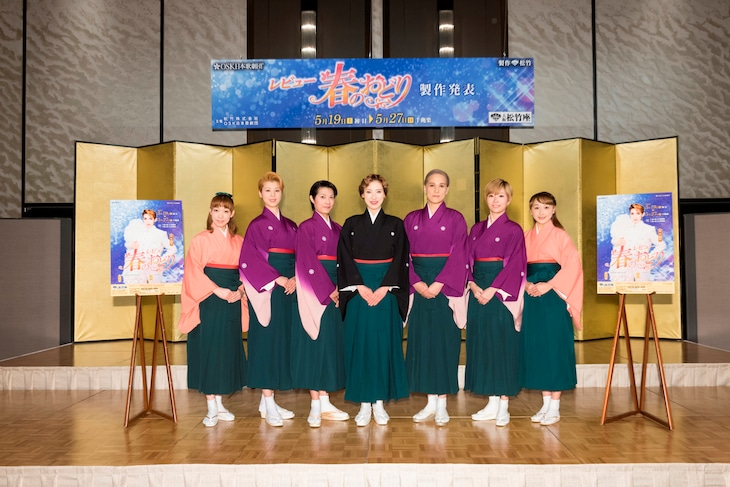 OSK日本歌劇団。左から白藤麗華、悠浦あやと、楊琳、高世麻央、桐生麻耶、真麻里都、舞美りら。