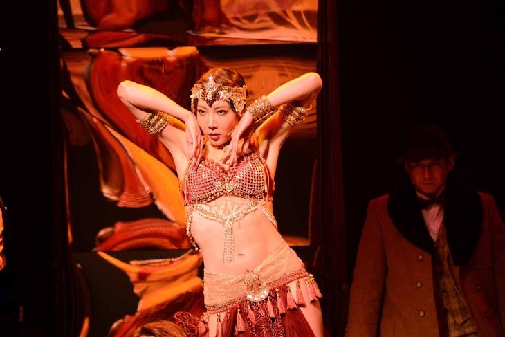 ミュージカル「マタ・ハリ」公開ゲネプロより、柚希礼音演じるマタ・ハリ。