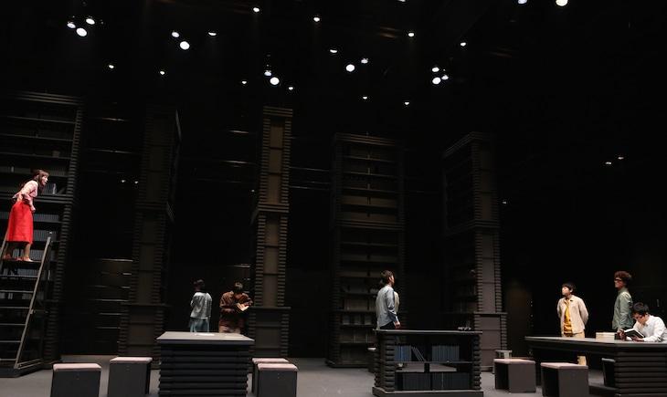2012年に上演された「The Library of Life まとめ*図書館的人生(上)」より。(撮影:田中亜紀)