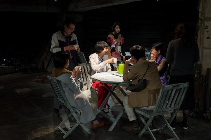 The end of company ジエン社 第12回公演「物の所有を学ぶ庭」より。(撮影:刑部準也)