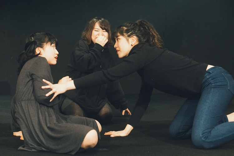 劇団女体盛り 第5回公演「『現代童話』~処女のすてかた~」より。