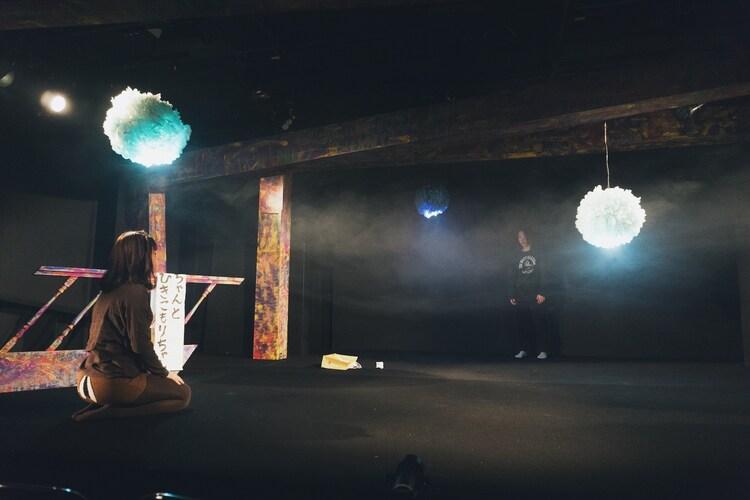 劇団女体盛り 第5回公演「『現代童話』~ゴキブリちゃんとひきこもりちゃん~」より。