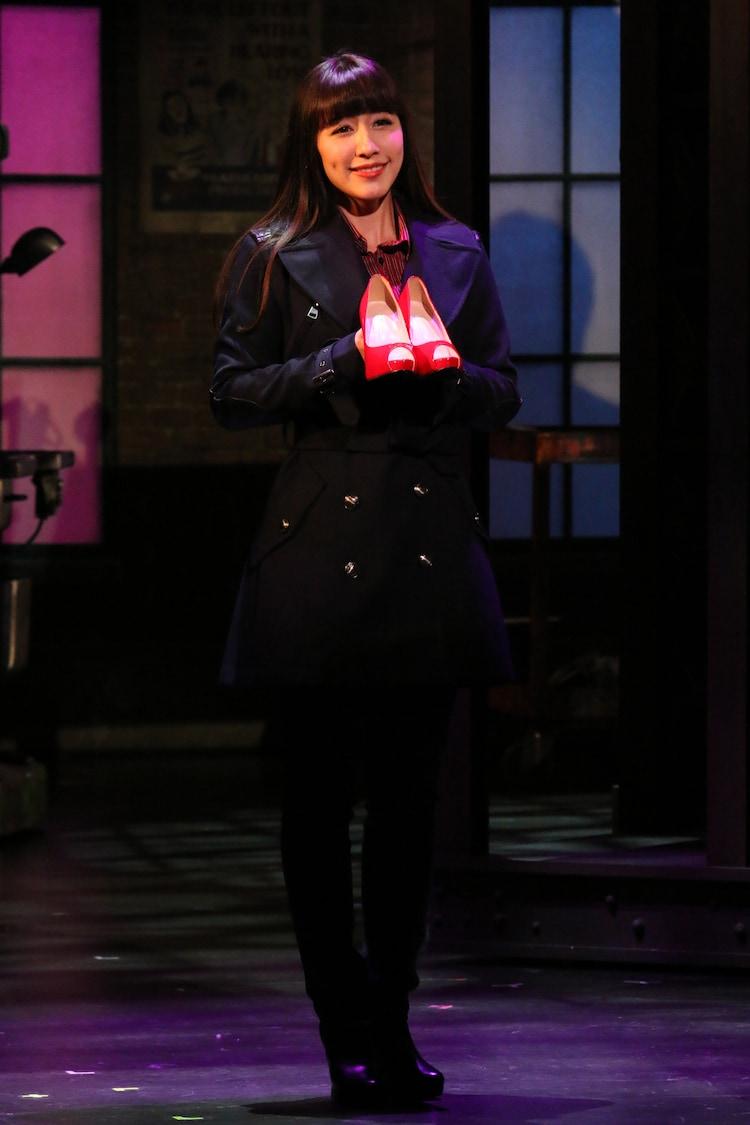2016年に上演されたブロードウェイミュージカル「キンキーブーツ」より、玉置成実扮するニコラ。