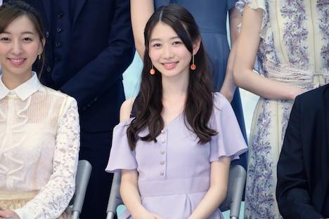 岡本夏美(中央)