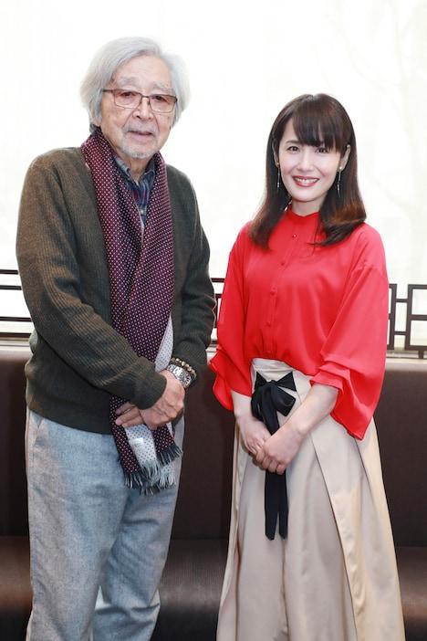 左から山田洋次、富田靖子。