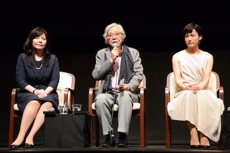 左から井上麻矢代表、山田洋次、伊勢佳世。