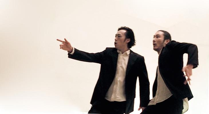 「暁ニ告グ」初演より。(photo:ONODA KEIKO)