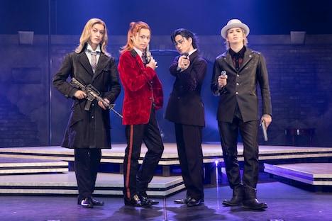 左からCAMUS役の菊池修司、REN役の高本学、TOKI役の松村龍之介、RAN役の小波津亜廉。